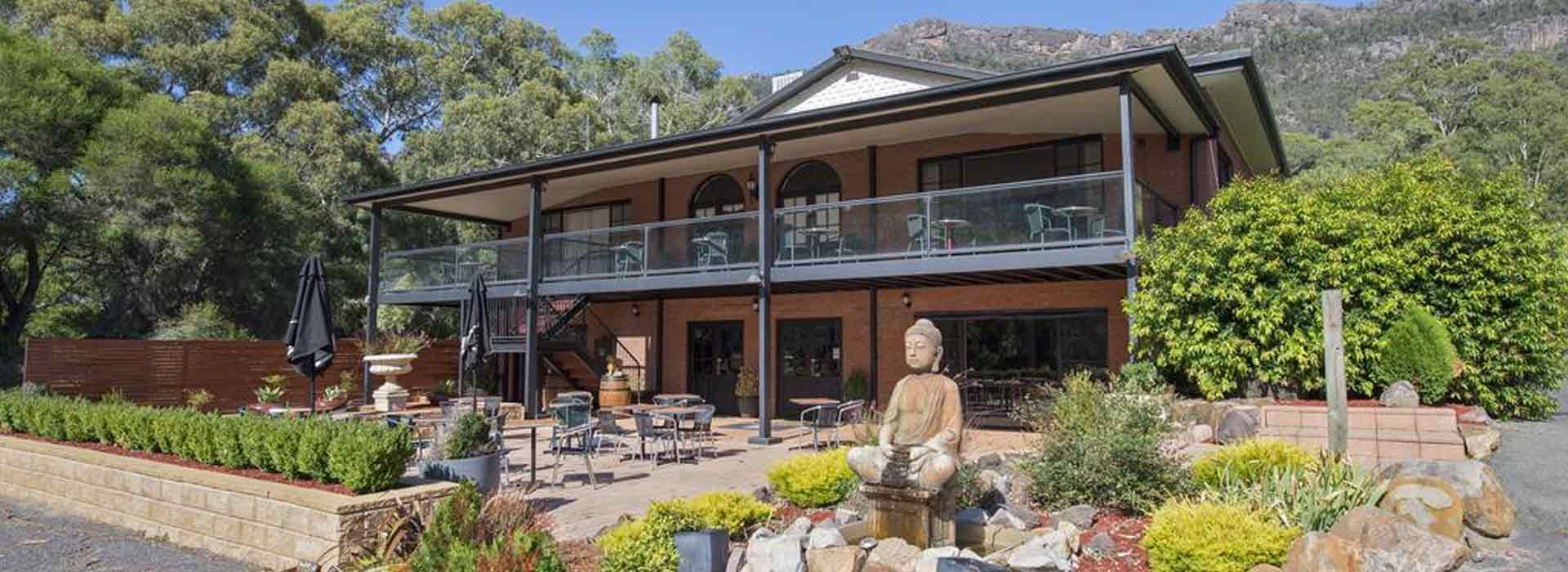 Country Plaza Halls Gap